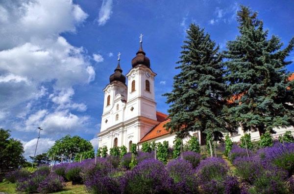 Экскурсии на русском языке из Будапешта. Балатонфюред, полуостров Тихань, термальное озеро Хевиз