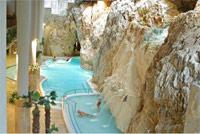 Оздоровительный туризм. Термальный курорт Мишкольц-Тапольца. Купание в пещерах круглый год. Лечебная вода. Открытые и закрытые бассейны. Уникальный микроклимат, чистая голубая вода, великолепные виды и индивидуальные лечебные процедуры помогают гостям уезжать из Пещерной купальни отдохнувшими и поправившими свое здоровье. Гидромассажеры, сауны, ароматерапия.